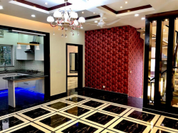10 Marla Stylish Ful House For Rent in Bahria Town Lahore