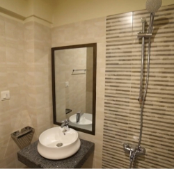 Booking Available near Avari Hotel Shahrah-e-Faisal