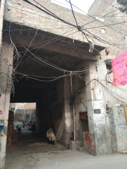 11 marla trple stry commercial area having runing buidng metrial store