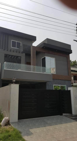 Luxury House for sale in Canal View Gujranwala